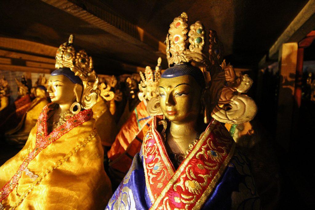 Statuen im Kloster